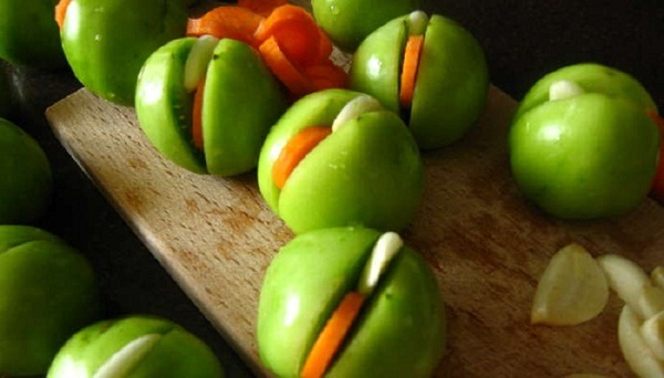 Фаршировані зелені помідори на зиму - рецепт