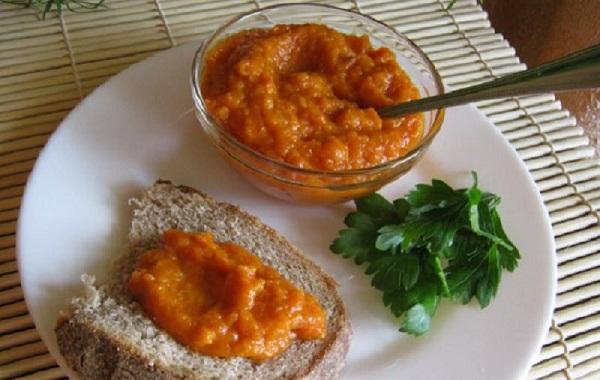 Кабачкова ікра з майонезом і томатною пастою - рецепт