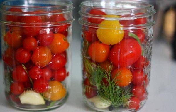 Гостро-солодкі мариновані помідори - рецепт