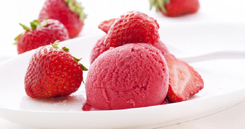 Плодово-ягідне морозиво з полуниці